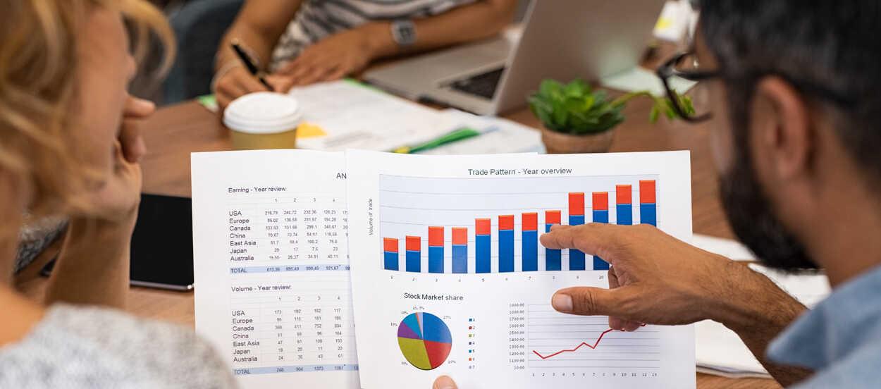 los contratos de futuro y los swaps son futuros financieros.