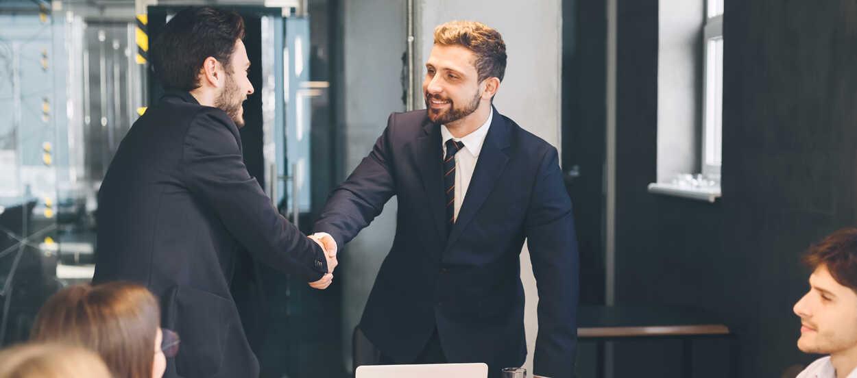 Descubre cómo conseguir becas para un Máster en Compliance