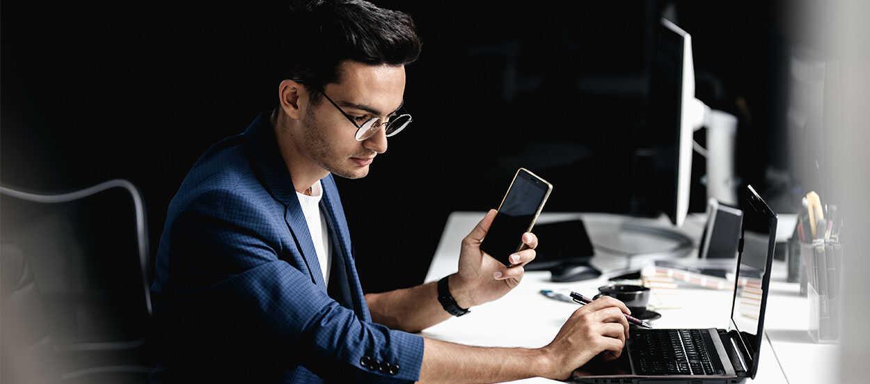 En la informática forense el perito debe tener, por tanto, amplios conocimientos de ciberseguridad, ya que trabajará analizando dispositivos o sistemas operativos en busca de evidencias.